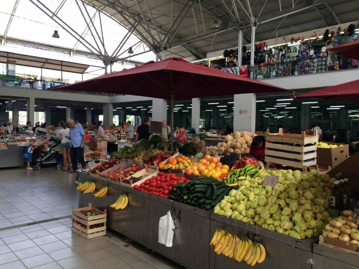 Рынок в Подгорице. Фото: Stophavingaboringlife.com