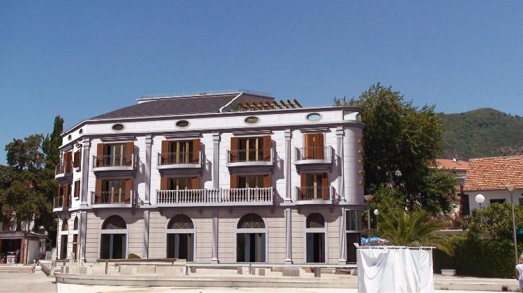 Отель La Roch в Тивате. Фото: Oliveinvest.com