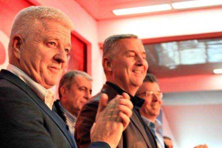 Премьер Черногории подал вотставку