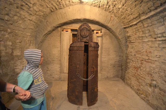 Выставка средневековых орудий пыток в