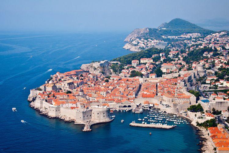 Картинки по запросу Черногорию и Хорватию связал  катамаран
